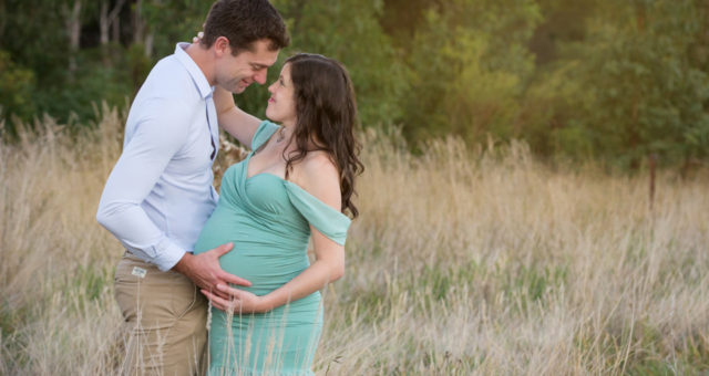 Bushland Maternity Shoot – Bethany and Steve